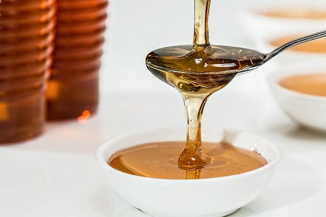 Je libo med? Lesní nebo včelí?